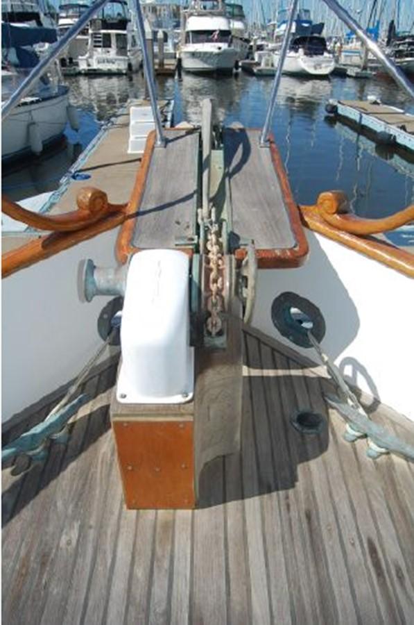 Electric windlass, bow pulpit 1976 GRAND BANKS  Trawler 2555317