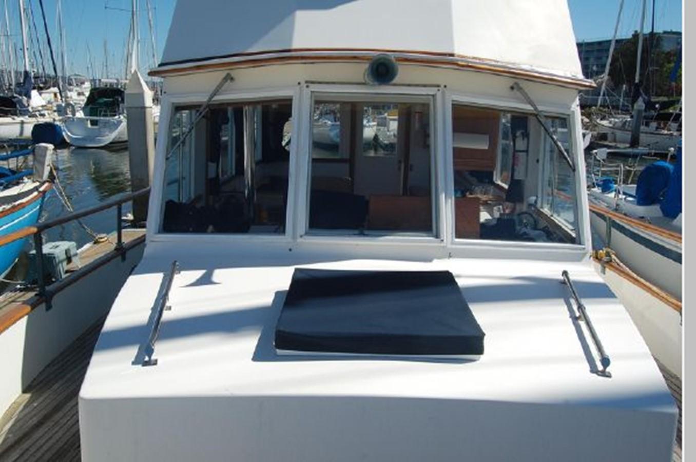 Windshield 1976 GRAND BANKS  Trawler 2555318