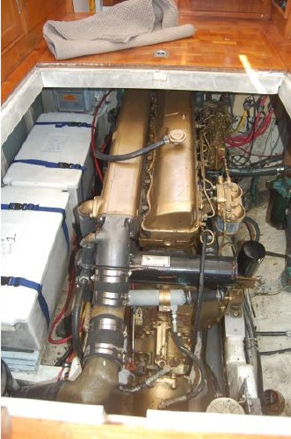Engine, battery bank 1976 GRAND BANKS  Trawler 2555320