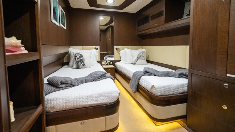 Guest Twin Stateroom - Port 2008 MCP YACHTS Europa Motor Yacht 2651828