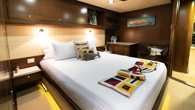 Guest Stateroom - Stbd. 2008 MCP YACHTS Europa Motor Yacht 2651839