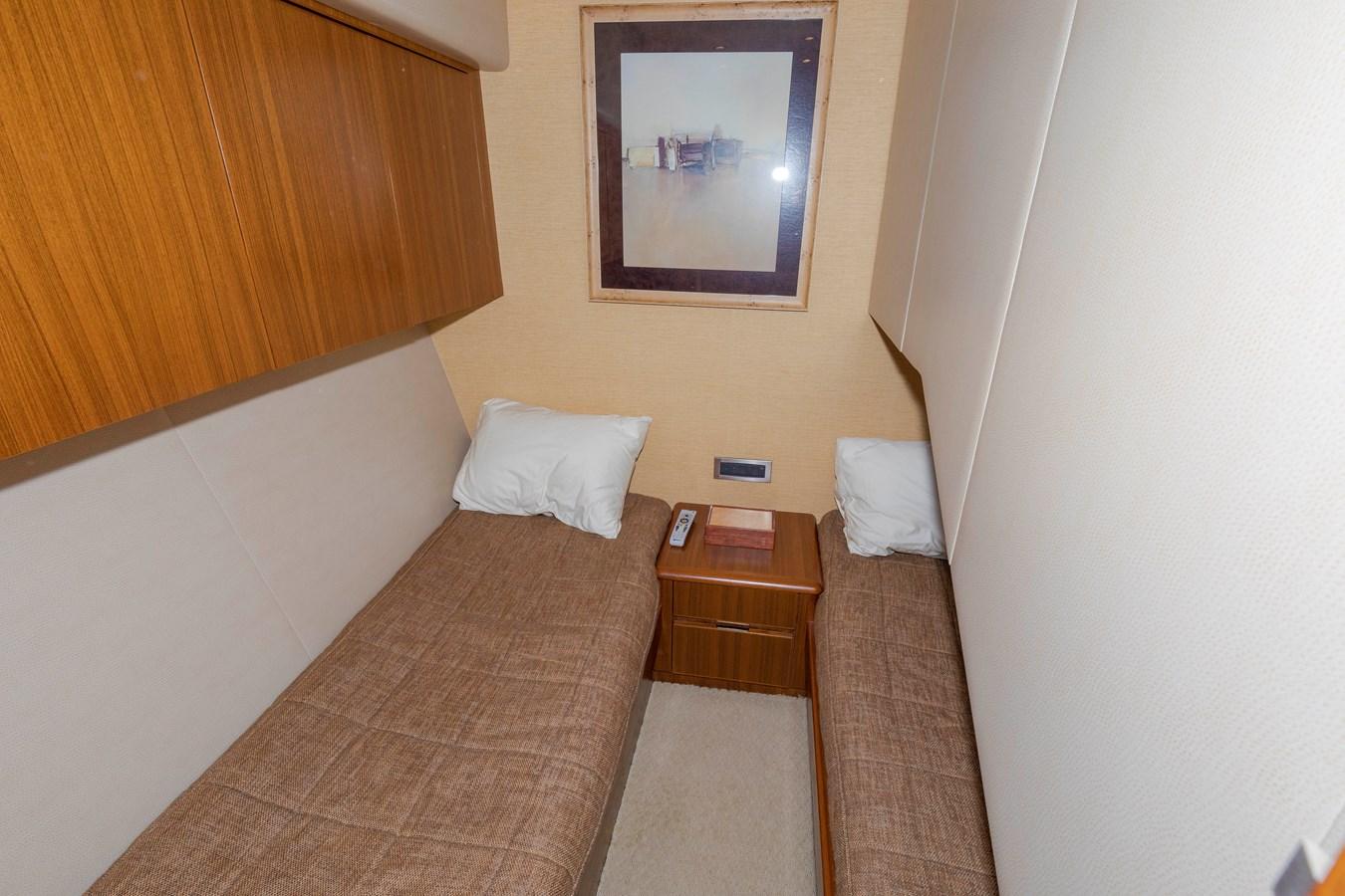 Guest room 2008 VIKING Convertible Sport Fisherman 2580486