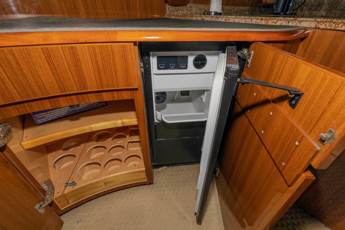 Salon Built ins 2008 VIKING Convertible Sport Fisherman 2580500
