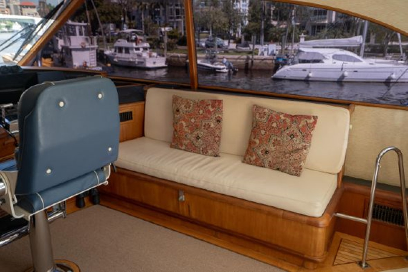 Pilothouse Seating 1998 PETTEGROW Custom Sport Fisherman 2558857