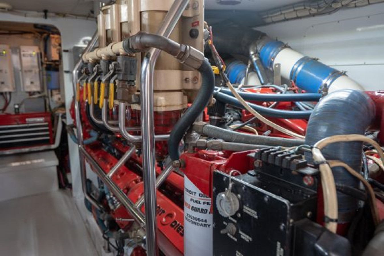 Engine Room 1998 PETTEGROW Custom Sport Fisherman 2558877