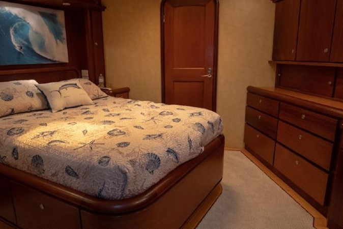 Master Cabin - Master Cabin Facing Forward 1998 PETTEGROW Custom Sport Fisherman 2558861