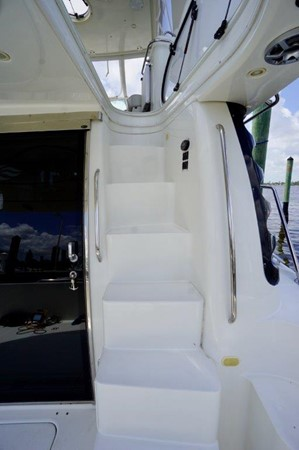 Stairs 2006 Carver Voyager   Motor Yacht 2563901