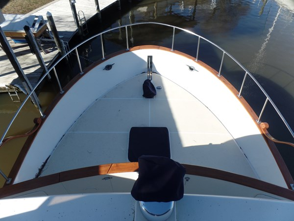 Mujuk Marine Trader 1984 Walkaround Foredeck 1984 MARINE TRADER 50 Walkaround Walkaround 2558531