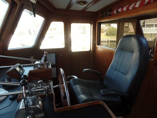 Mujuk Marine Trader 1984 Walkaround Helm Seat 1984 MARINE TRADER 50 Walkaround Walkaround 2558540