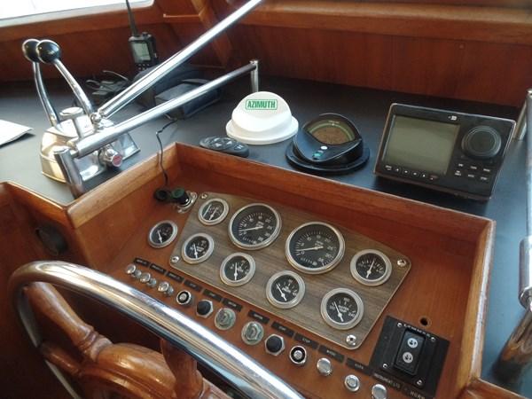 Mujuk Marine Trader 1984 Walkaround Helm 1984 MARINE TRADER 50 Walkaround Walkaround 2558541