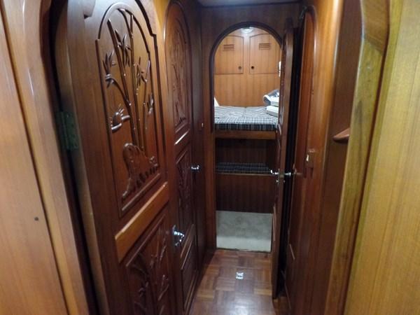 Mujuk Marine Trader 1984 Walkaround Passageway to Forward Stateroom 1984 MARINE TRADER 50 Walkaround Walkaround 2558549