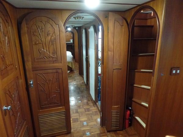 Mujuk Marine Trader 1984 Walkaround Passageway to VIP Stateroom 1984 MARINE TRADER 50 Walkaround Walkaround 2558550