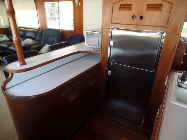 Mujuk Marine Trader 1984 Walkaround Refrigerator 1984 MARINE TRADER 50 Walkaround Walkaround 2558560
