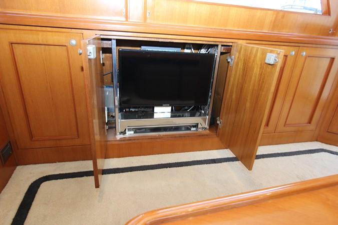Salon TV on lift 2006 OCEAN ALEXANDER Classicco Sedan Trawler 2561747
