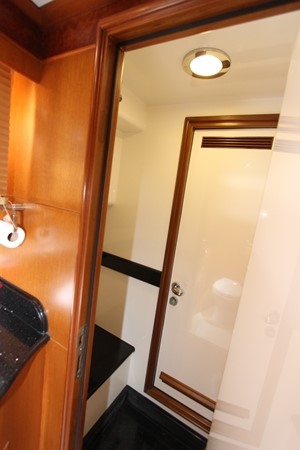 Shower from Master Head 2006 OCEAN ALEXANDER Classicco Sedan Trawler 2561749