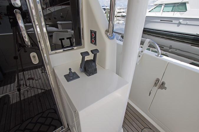 Cockpit Station Controls 2006 OCEAN ALEXANDER Classicco Sedan Trawler 2587542