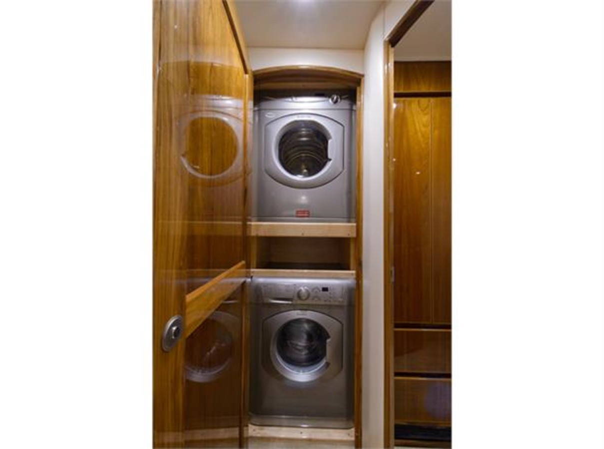 Washer / Dryer 2014 VIKING 66 Convertible Sport Fisherman 2562172