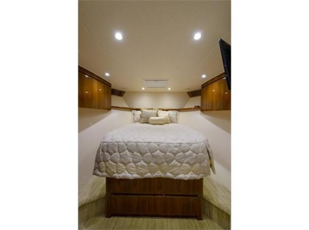 Forward Stateroom 2014 VIKING 66 Convertible Sport Fisherman 2562145