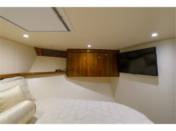 Forward Stateroom 2014 VIKING 66 Convertible Sport Fisherman 2562146