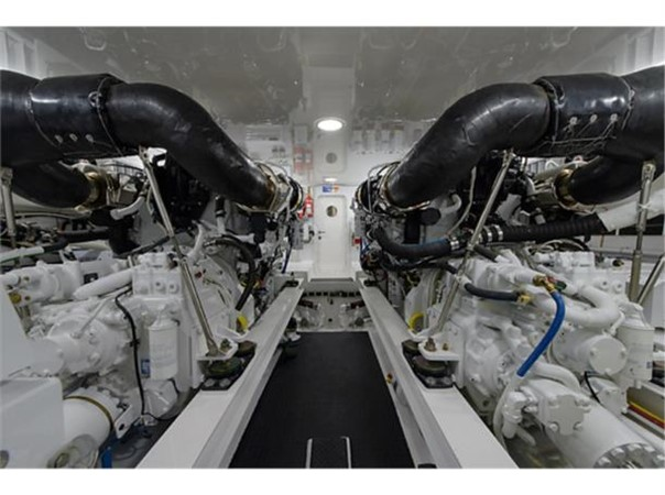 Engine Room 2014 VIKING 66 Convertible Sport Fisherman 2562173