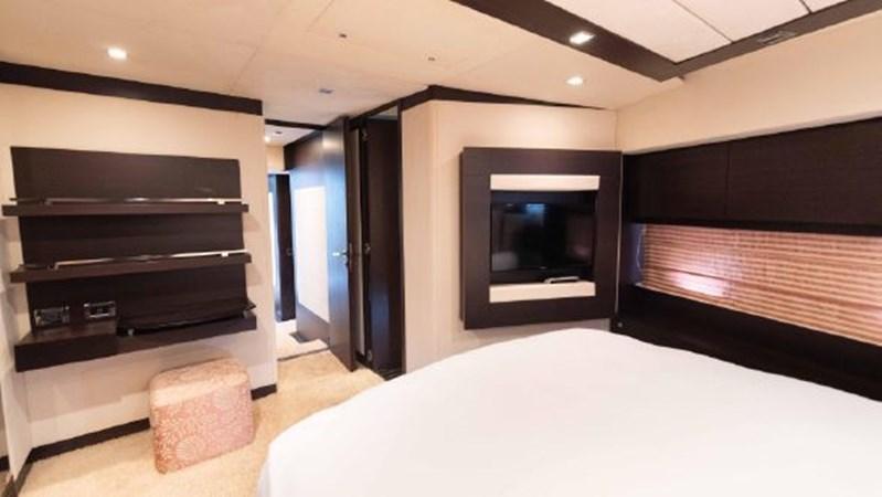 59 Master Cabin 2008 AZIMUT 86S Mega Yacht 2713615