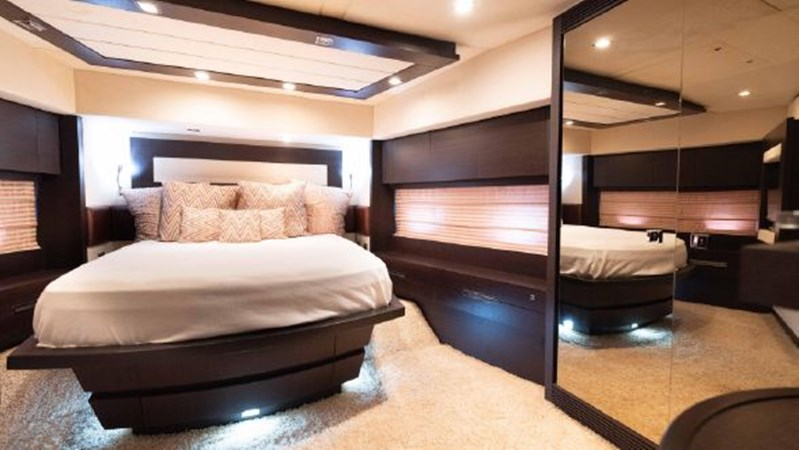 44 VIP Cabin 2008 AZIMUT 86S Mega Yacht 2713644