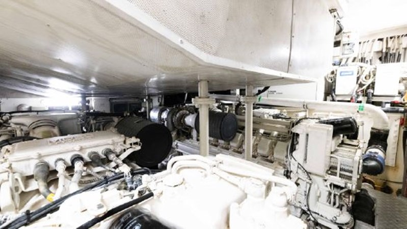 81 2008 AZIMUT 86S Mega Yacht 2713656