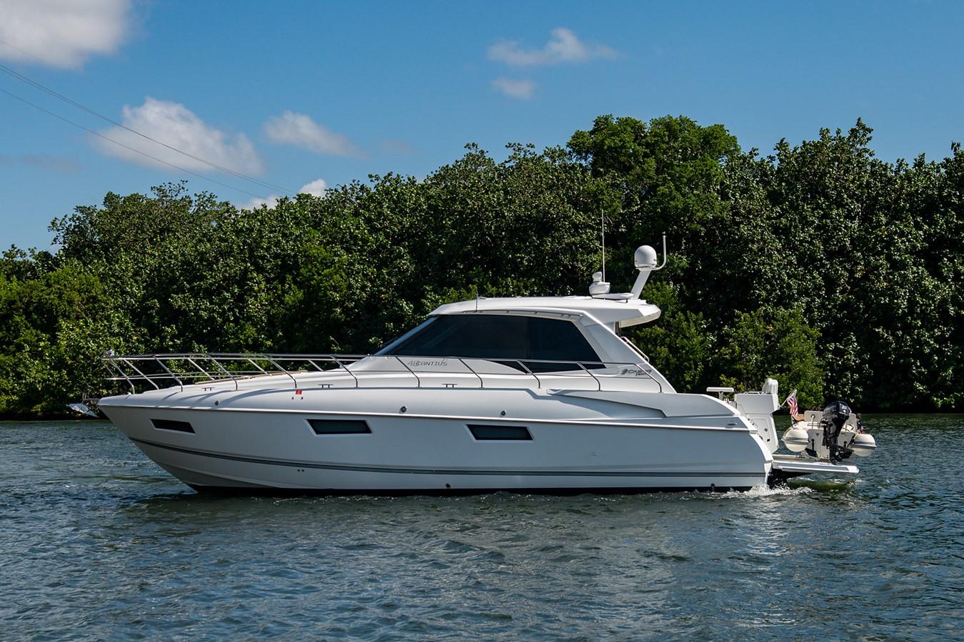 Port Profile 2011 CRUISERS YACHTS Cantius Cruiser 2564042