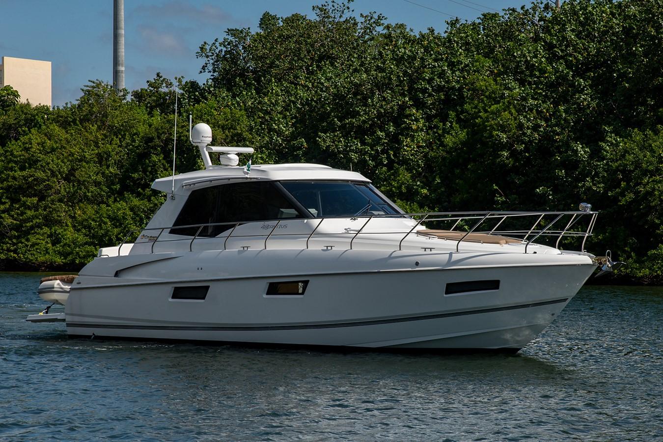 Bow Profile 2011 CRUISERS YACHTS Cantius Cruiser 2564045