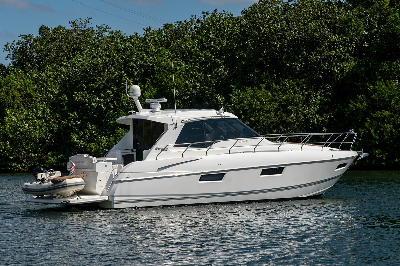 Stern Profile 2011 CRUISERS YACHTS Cantius Cruiser 2564047