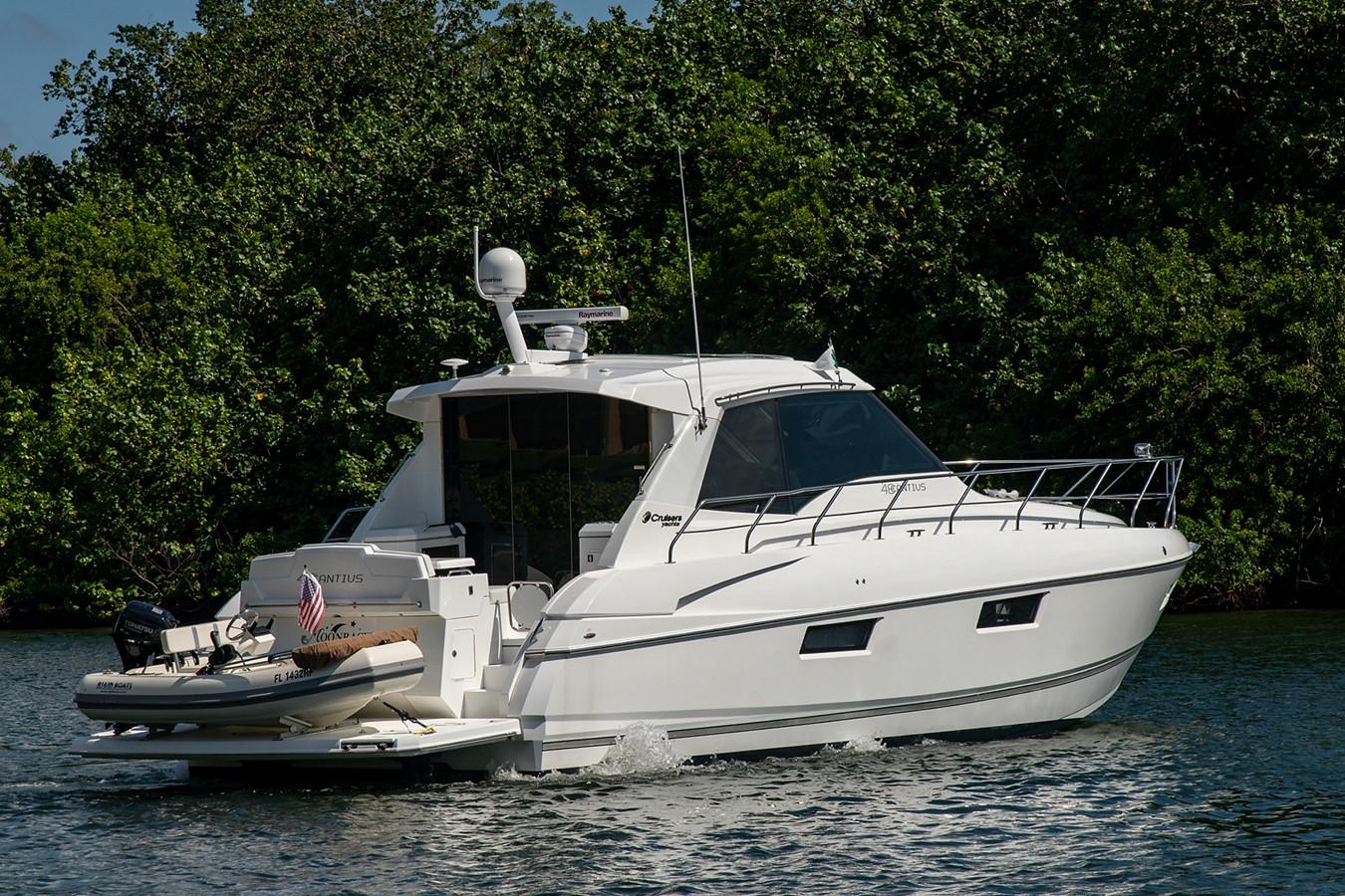 Stern Profile 2011 CRUISERS YACHTS Cantius Cruiser 2564048