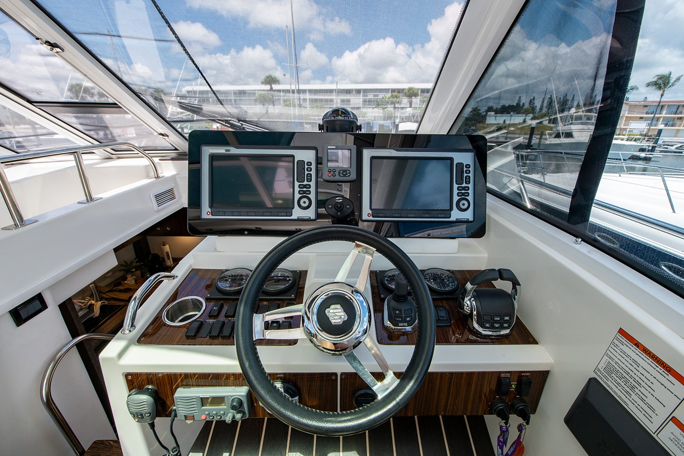 Bridge Deck 2011 CRUISERS YACHTS Cantius Cruiser 2564055
