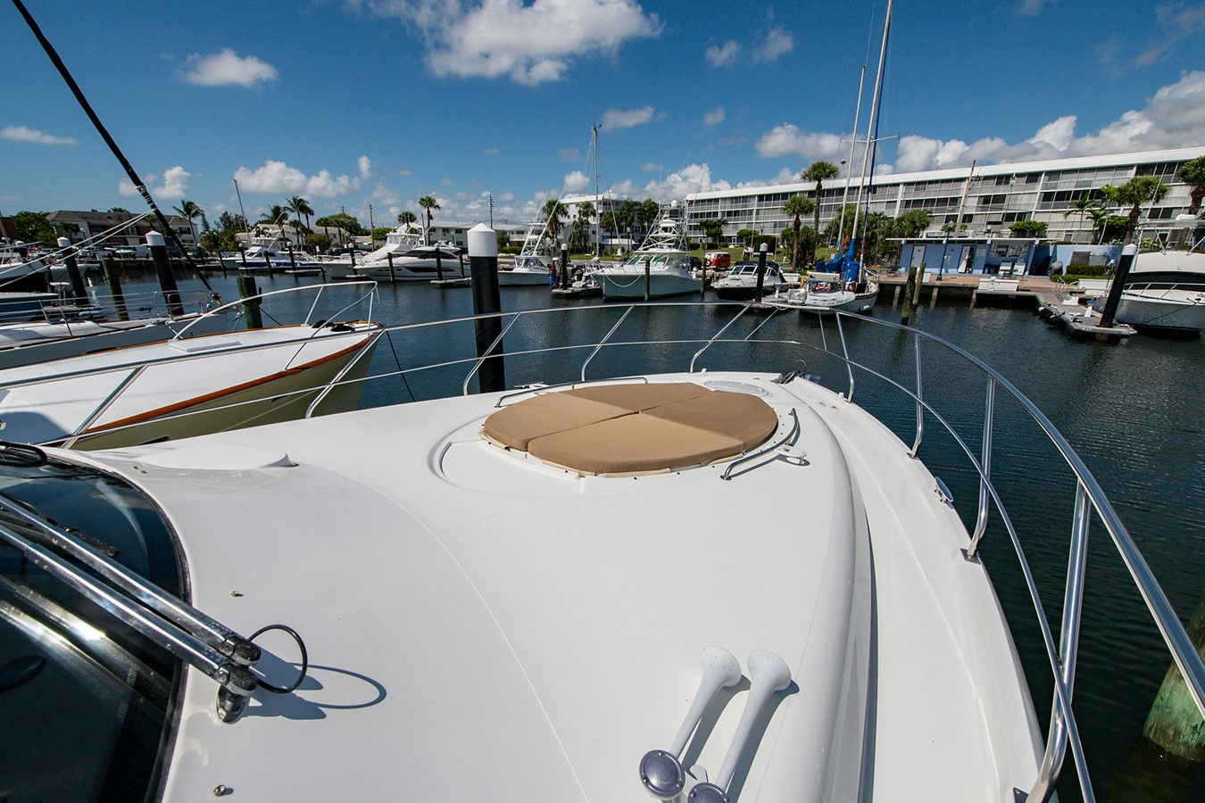 Fore Deck 2011 CRUISERS YACHTS Cantius Cruiser 2564079