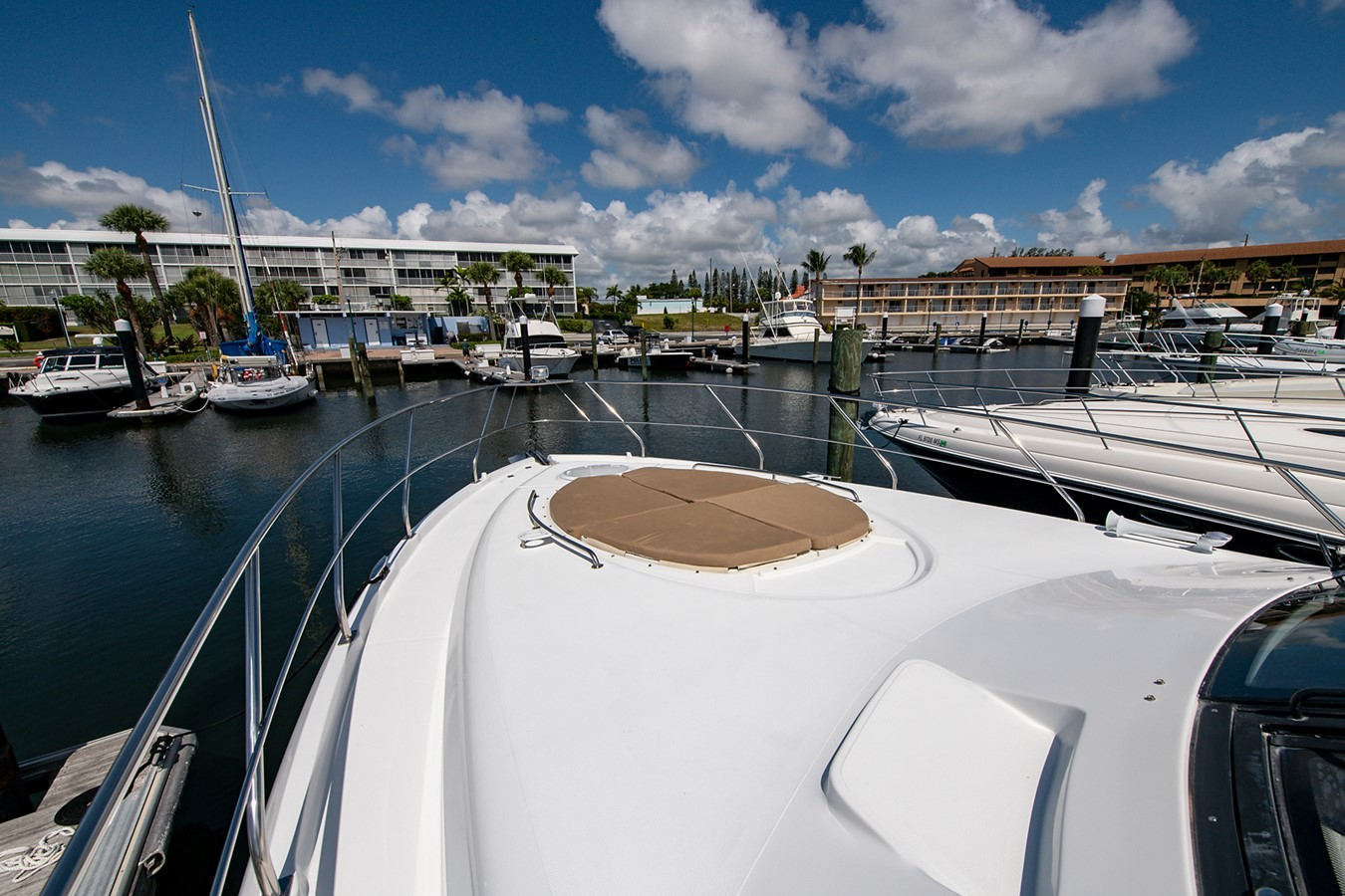 Foredeck 2011 CRUISERS YACHTS Cantius Cruiser 2564084