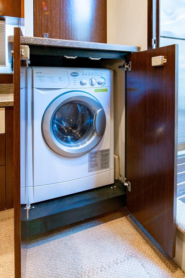 Laundry 2011 CRUISERS YACHTS Cantius Cruiser 2564096
