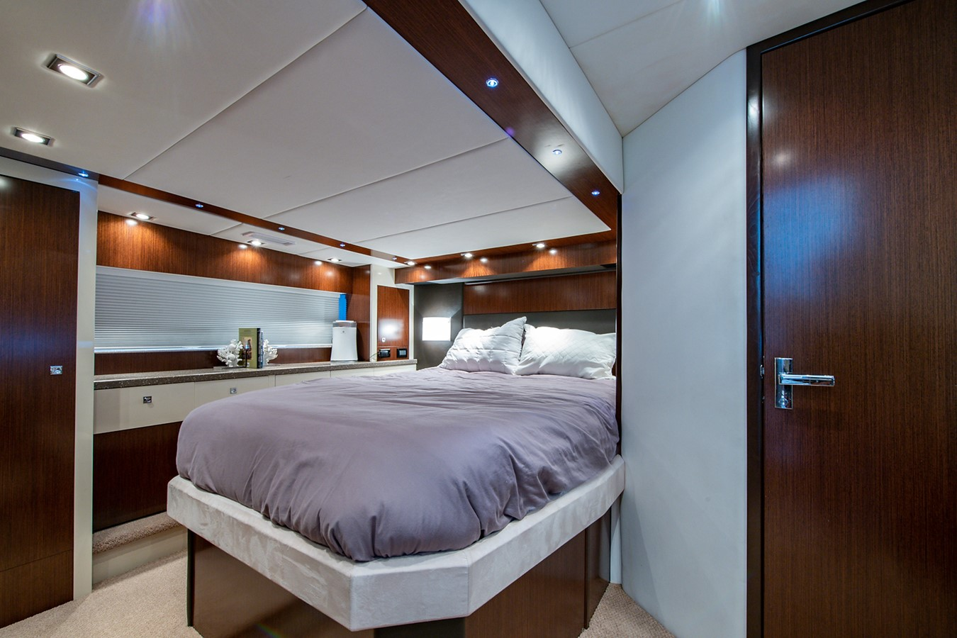 Master Stateroom 2011 CRUISERS YACHTS Cantius Cruiser 2564100