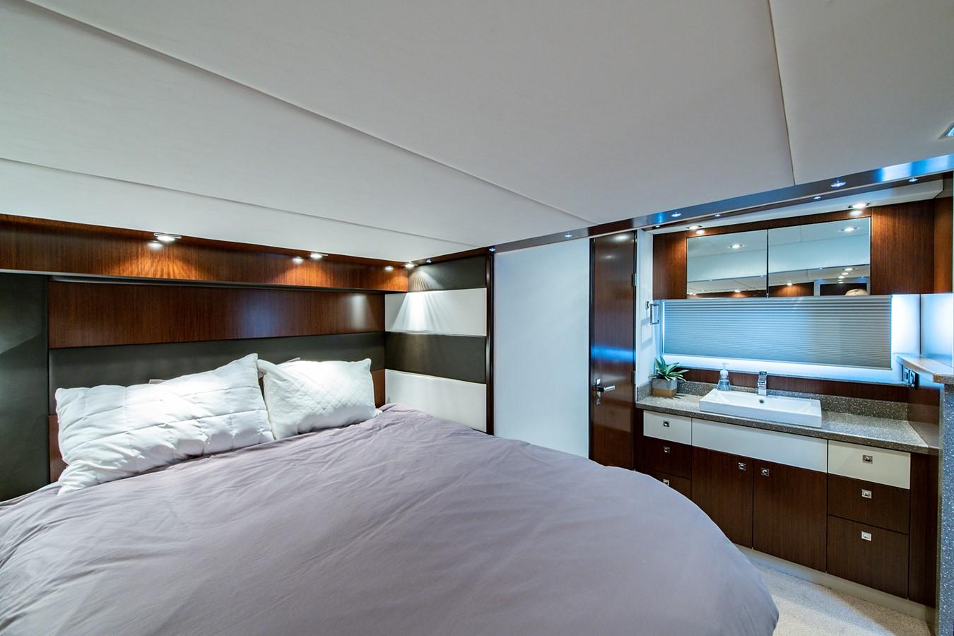 Master Stateroom 2011 CRUISERS YACHTS Cantius Cruiser 2564105