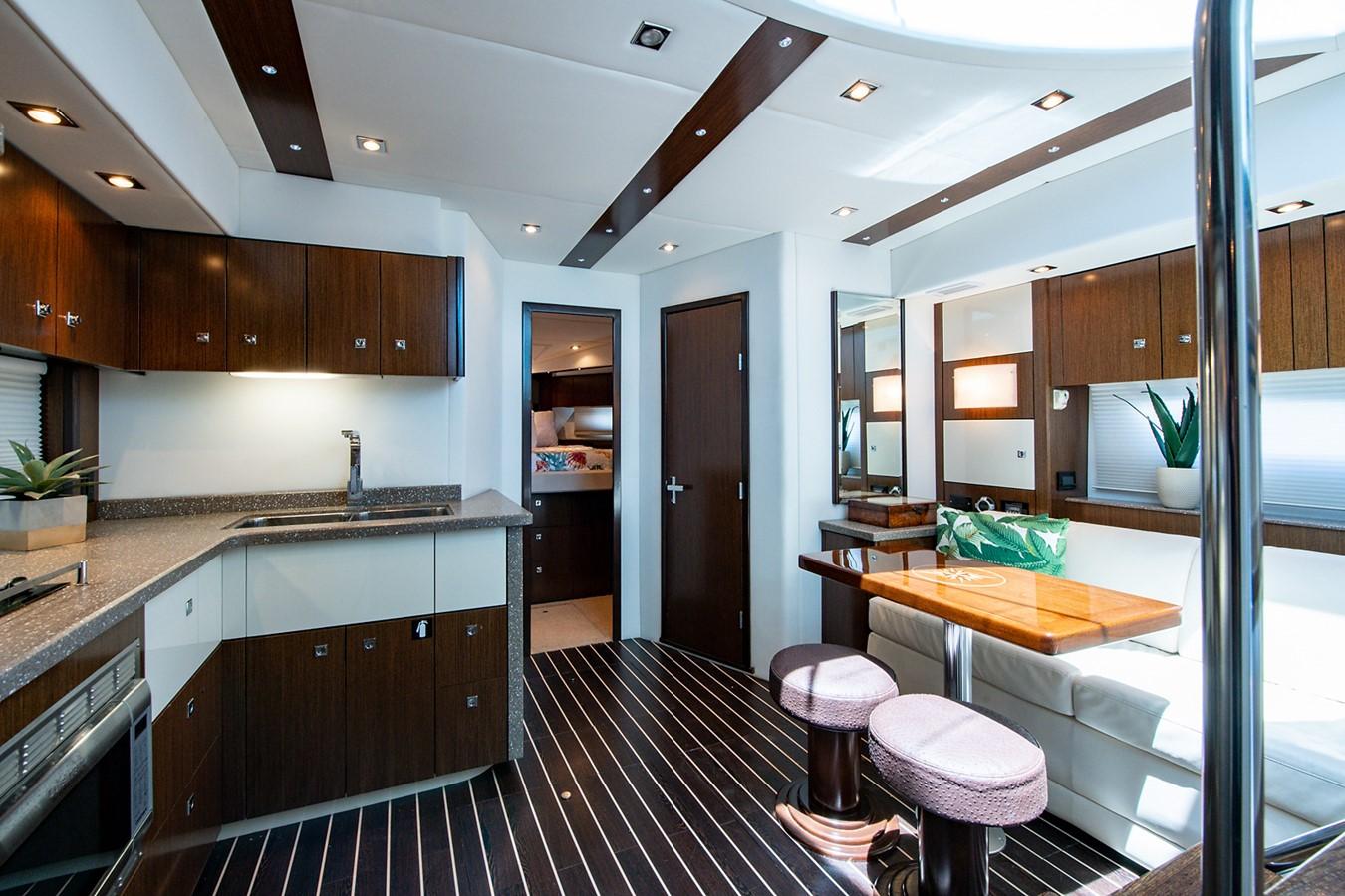 Salon 2011 CRUISERS YACHTS Cantius Cruiser 2564109