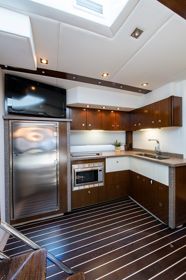 Salon 2011 CRUISERS YACHTS Cantius Cruiser 2564113