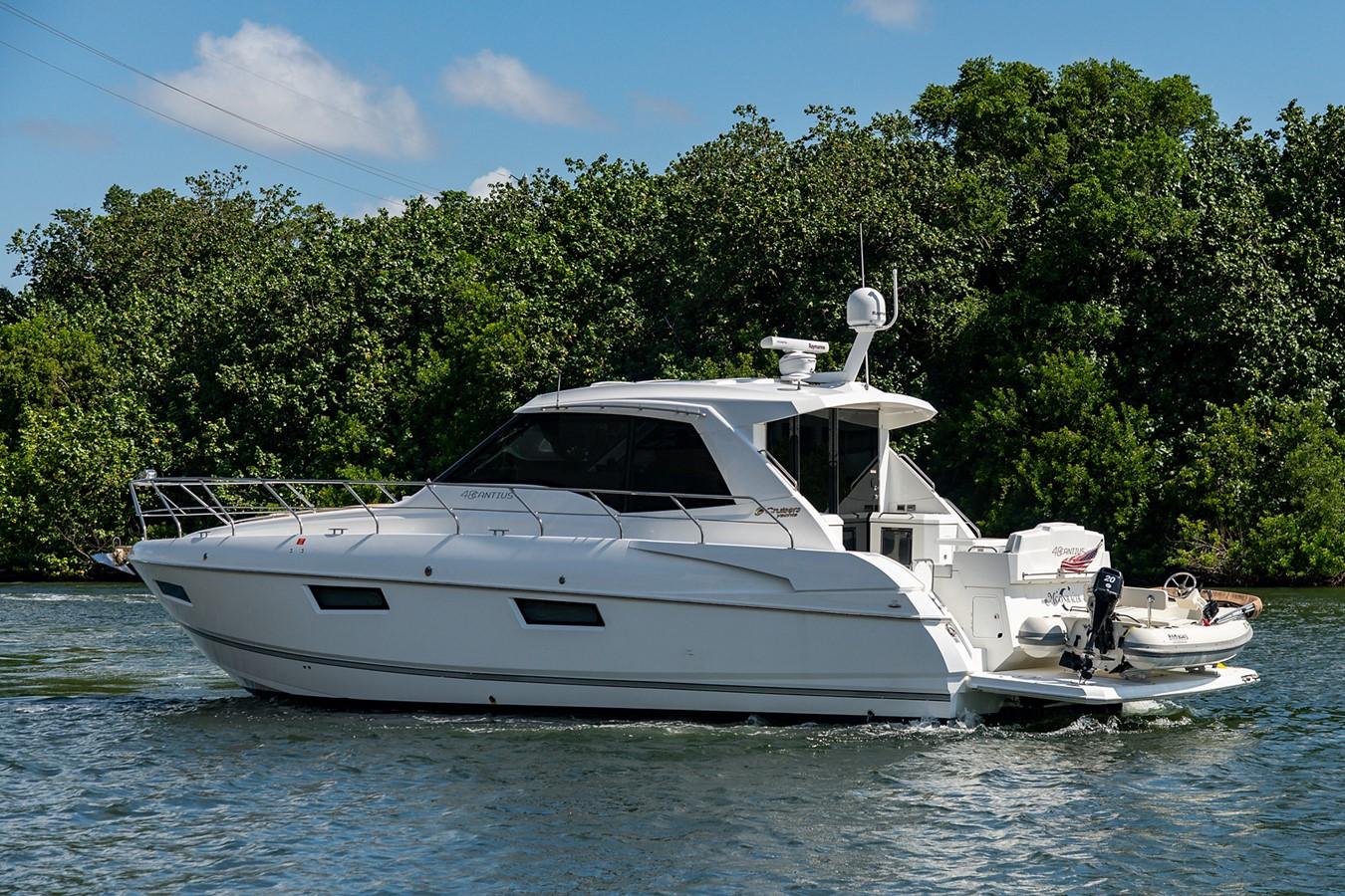 Stern Profile 2011 CRUISERS YACHTS Cantius Cruiser 2564120