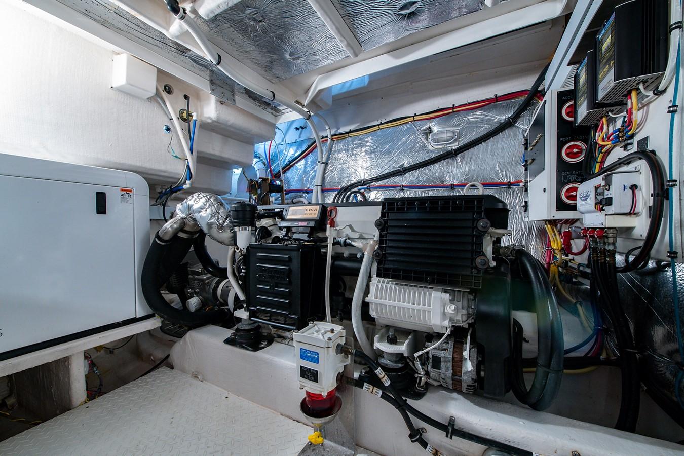 Engine Room 2011 CRUISERS YACHTS Cantius Cruiser 2564123