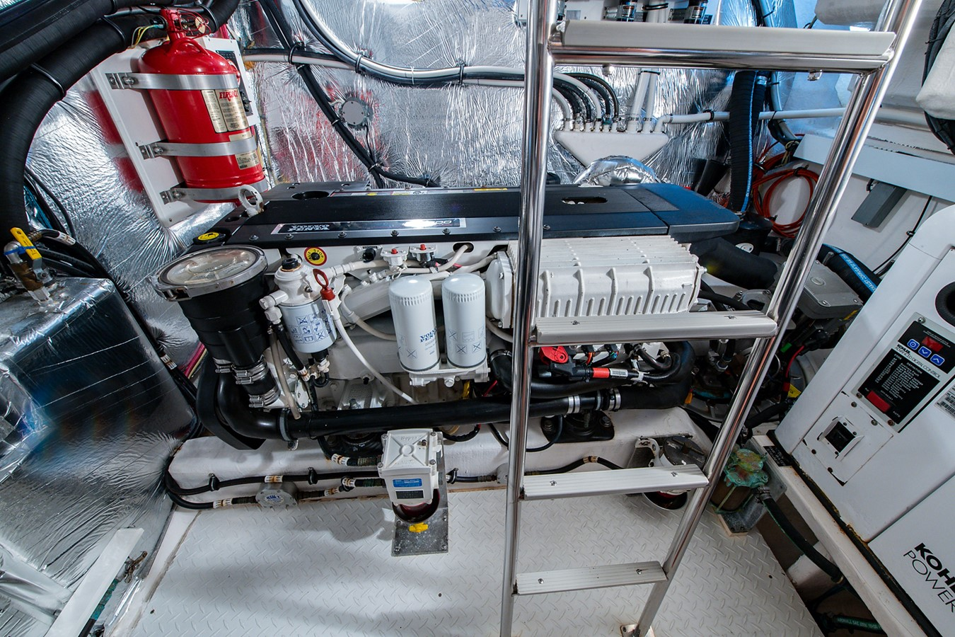 Engine Room 2011 CRUISERS YACHTS Cantius Cruiser 2564127