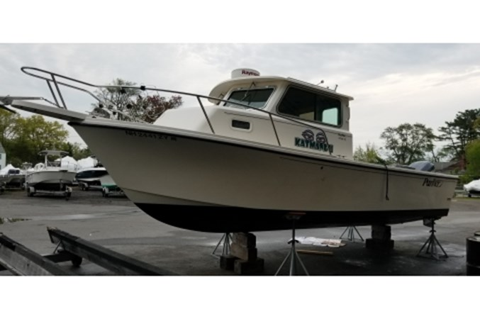 yacht20190520_084920 2008 PARKER MARINE 2520 XL Cruiser 2562014