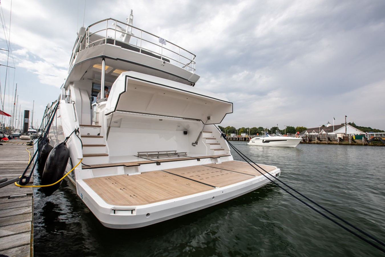 2019 PEARL MOTOR YACHTS Pearl 80 Motor Yacht 2615340