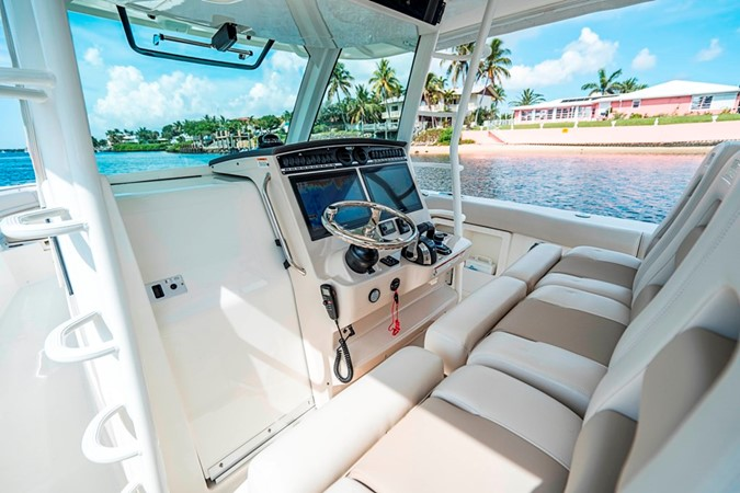 SEABRIGHT 2018 BOSTON WHALER Outrage Center Console MLS #255790 | YATCO MLS  - Yacht Sales