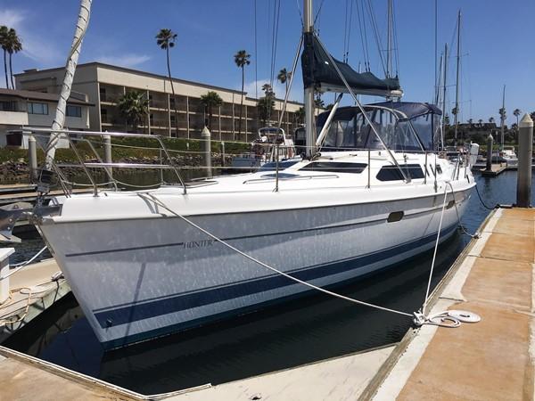 2000 HUNTER 450 Cruising Sailboat 2569410