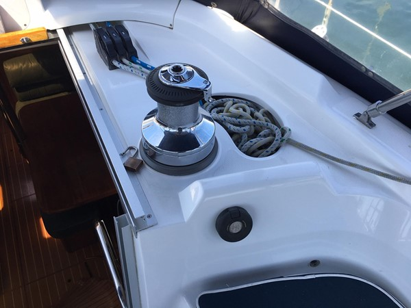2000 HUNTER 450 Cruising Sailboat 2569417