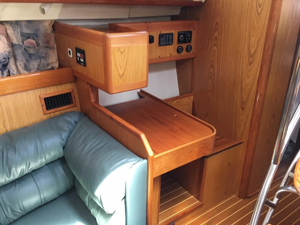 2000 HUNTER 450 Cruising Sailboat 2569432