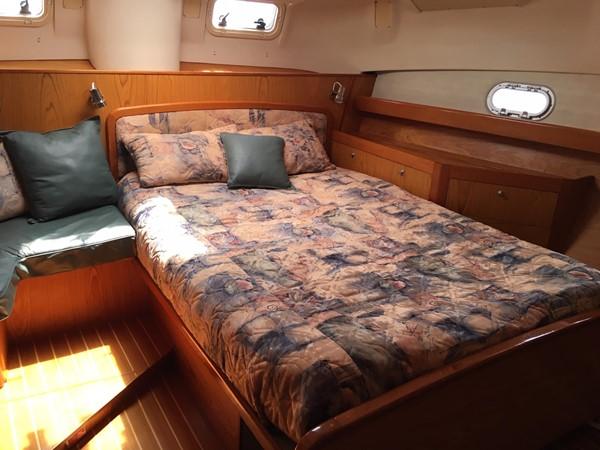 2000 HUNTER 450 Cruising Sailboat 2569441