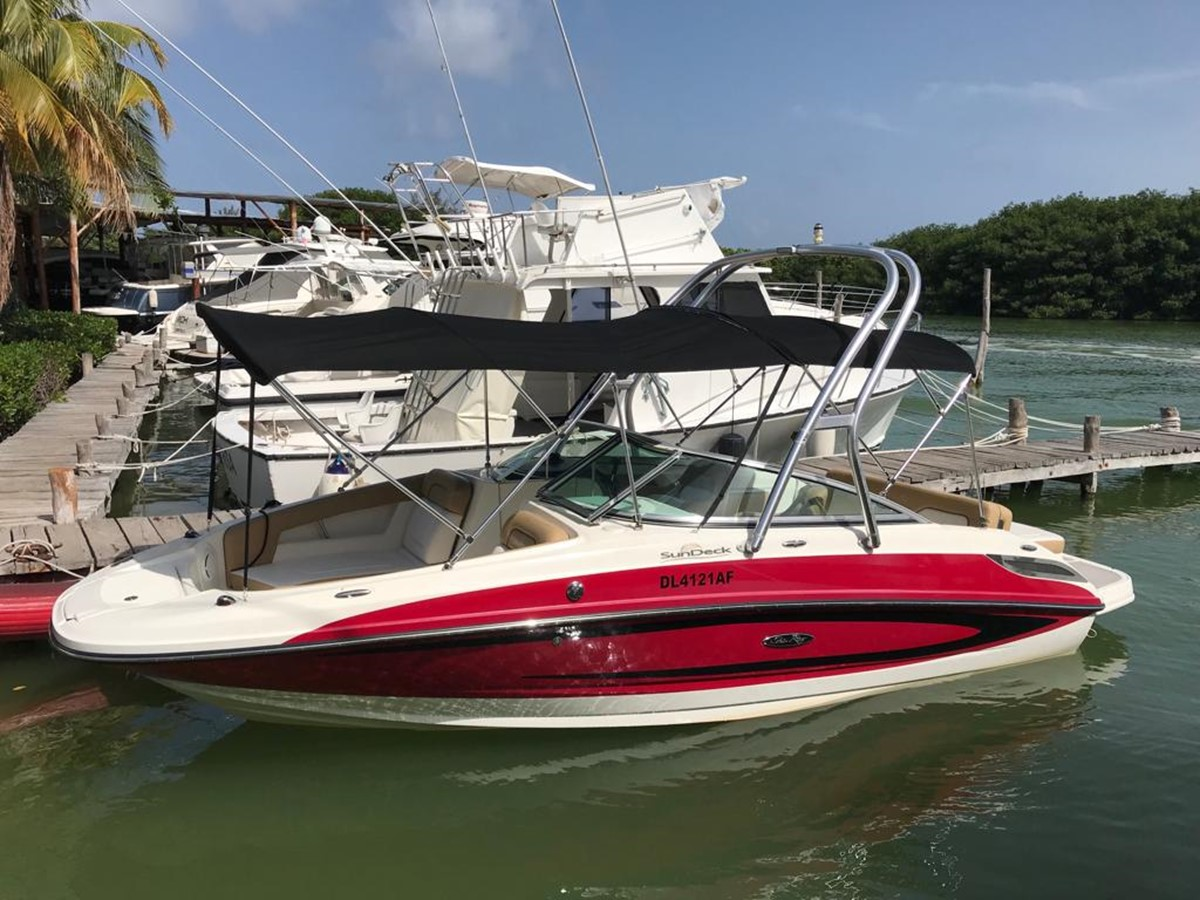 2011 SEA RAY 220 Sundeck Runabout 2572114